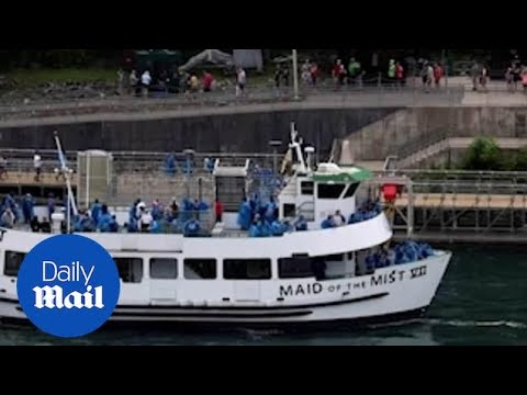Niagara Falls Tourist Boats Show Stark Difference In How Us And Canada Handle Coronavirus Pandemic Youtube