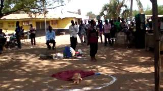 Repeat youtube video FUNNY GHANAIAN PASTOR AT CIRCLE