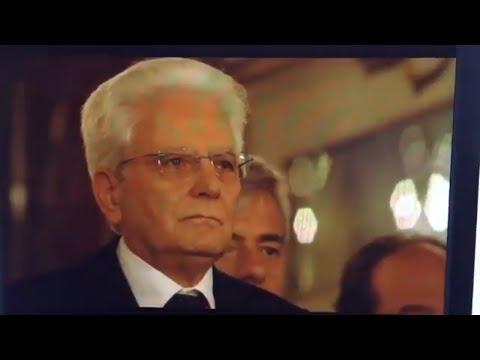 Interpretan el Himno de España con la letra de Pemán delante de Felipe VI