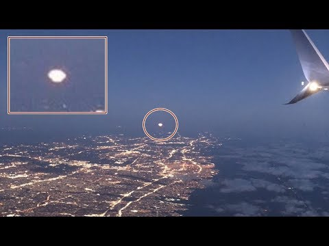 Passenger in airplane filmed amazing footage of UFO in the sky of New York