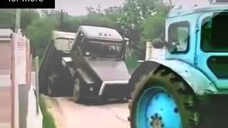 Самые смешные приколы, Тракторист разломил грузовик смешное видео.mp4