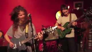 HINDS (fka Deers) - Castigadas en el Granero [live]