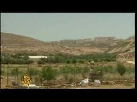 Palestinian farmer defies Israeli settlement policy - 3Jun08