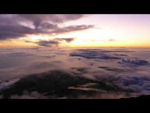 Vista do cimo da Montanha do Pico 4k - Ponto mais alto de Portugal
