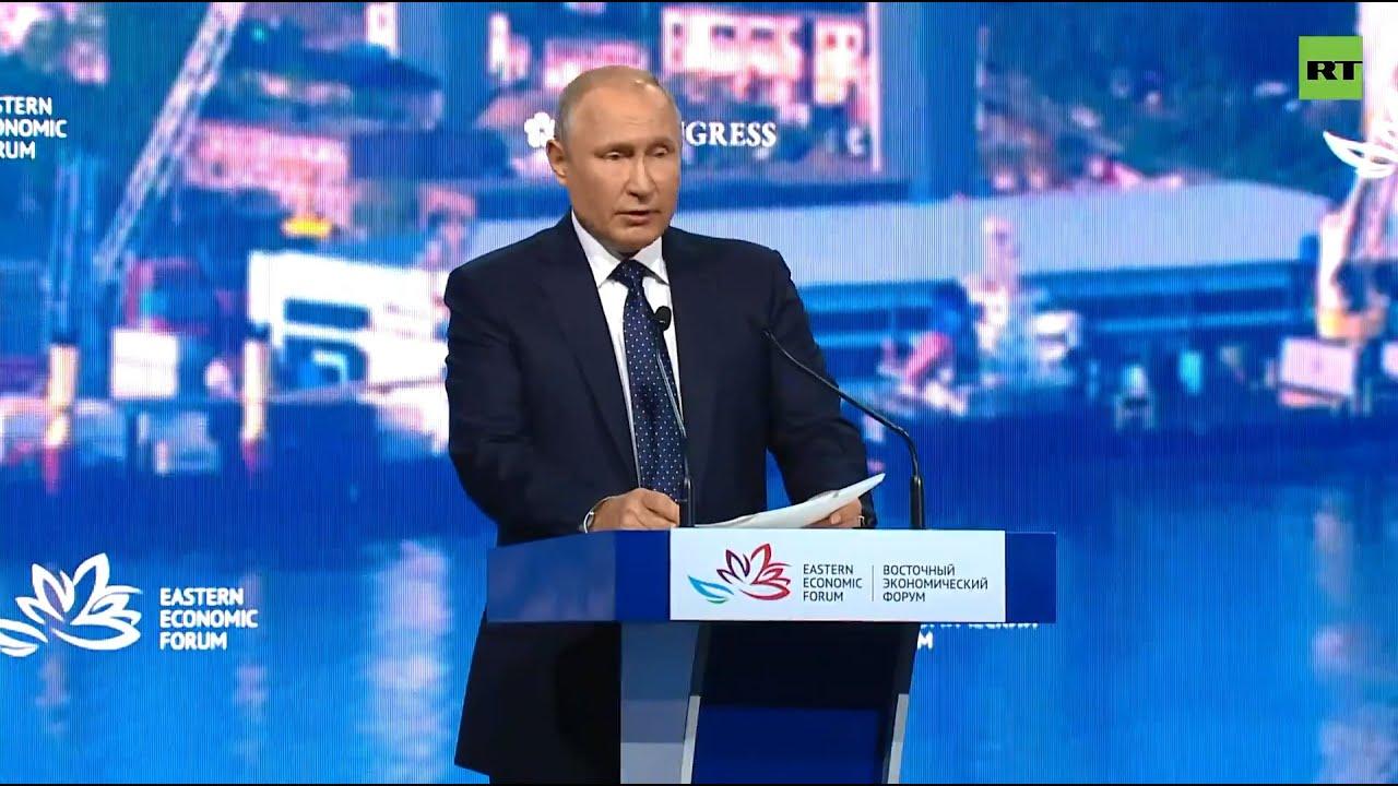 Путин участвует в пленарном заседании ВЭФ