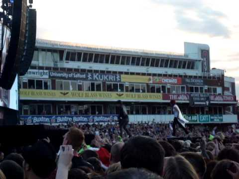Green Day - Longview with guest on stage! (Live at the Cricket Ground, Manchester 16.06.10)