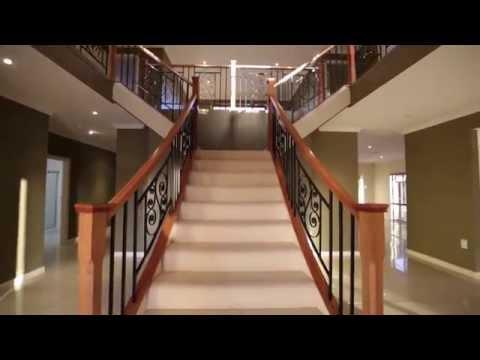 Glen & Dimity Cream Property 13 Grasmere Pl, Carindale