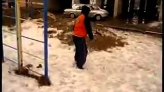 Паркур  пацанчику 12 лет, мы дали ему косарь и он согласился снять это видео(, 2012-12-18T09:51:47.000Z)