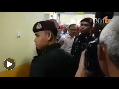 Anwar lawat Wan Azizah di hospital