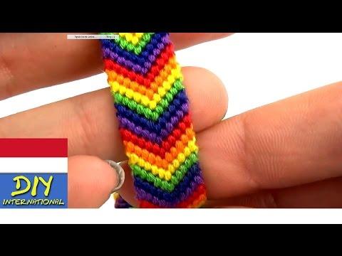 Pembuatan gelang tangan motif pelangi dengan cara mengikat