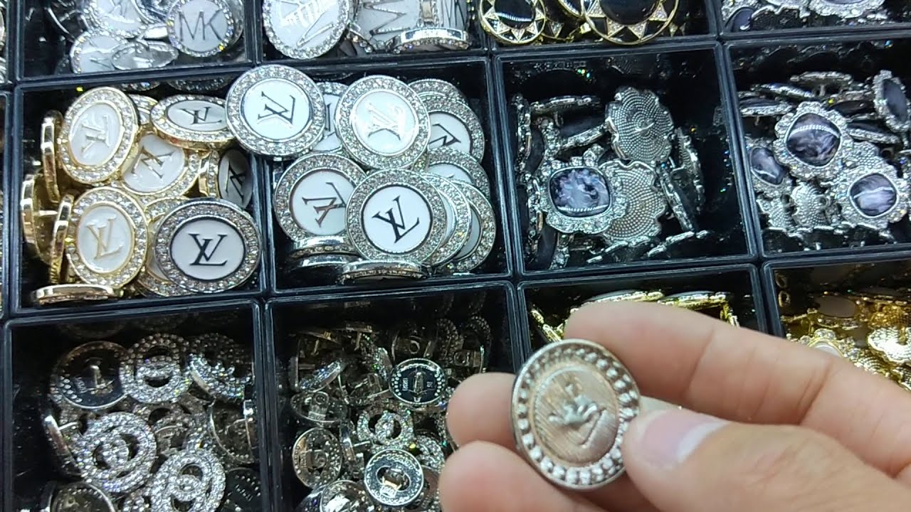 Fashion Buttons Supplier Designer Buttons for Clothing Vintage Buttons & Buckles Garment Accessories