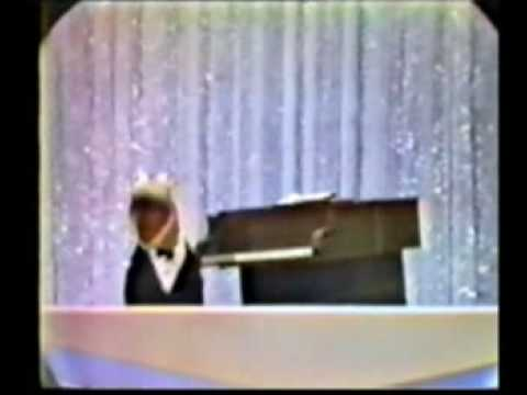 Robert Goulet hosts Hollywood Palace (3 of 3)