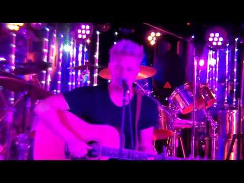 Michael Zeek - Fallen For Sound (LIVE)