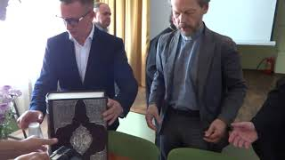 Библиотека им. Короленко получила уникальный подарок_видео ГородХ_1ч