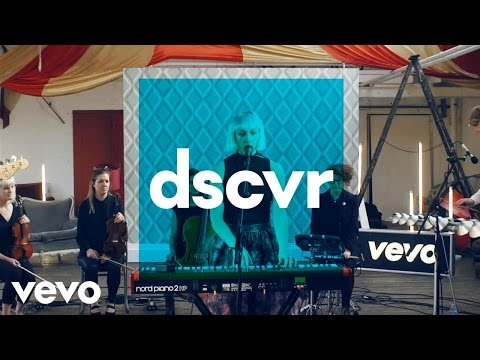 Vaults - Cry No More - Vevo dscvr (Live)