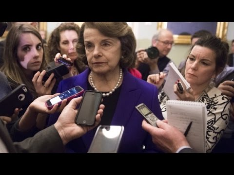 Feinstein defends Clinton on email controversy