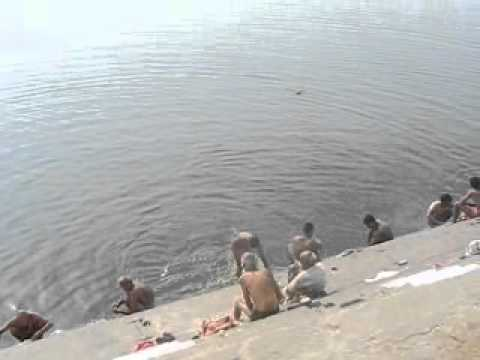 India, Varanasi bathing in Ganges