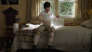 Young Sheldon wraps himself in BUBBLE WRAP - Young Sheldon S01E17 Video