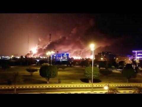 يورو نيوز:شاهد: سكان محليون يسجّلون لحظة قصف الحوثيين لمنشأتين لشركة أرامكو في البقيق…