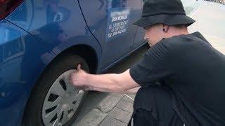 Złapali gumę podczas jazdy i to kursant musiał wymienić koło! [Nauka jazdy]
