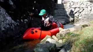 全長13.5m、和歌山のぶつぶつ川です。 漕ぐというか艇を置くという感じ...