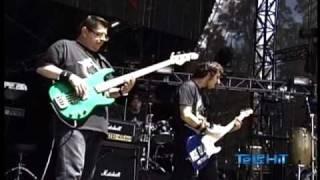 Tijuana No - Golpes Bajos Vive Latino 2010 (buena calidad audio y video)