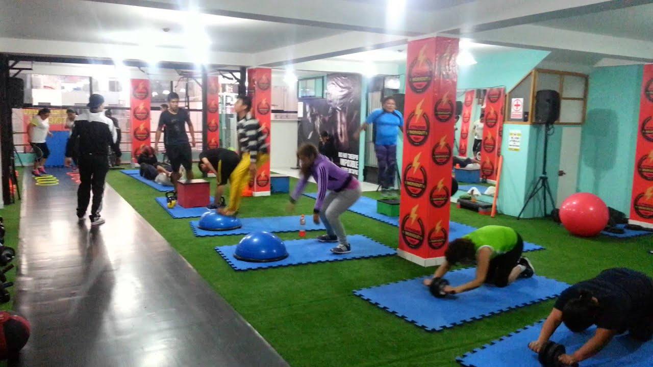 Entrenamiento funcional xtreme workout youtube for Entrenamiento funcional