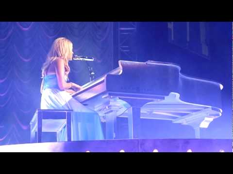CARRIE UNDERWOOD-MAMAS SONG-PLAY ON TOUR-PEORIA