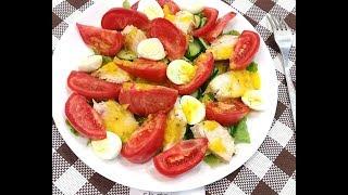 Салат из курицы, овощей и перепелиных яиц