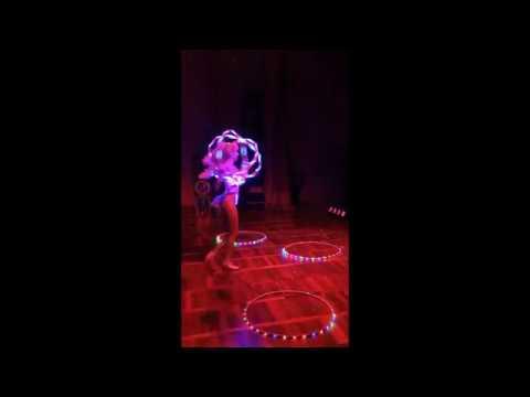 Гимнастка со светодиодными на меропритие