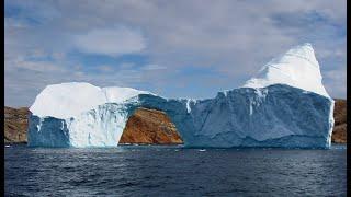 الدنمارك تخلي سكان قرية في غرينلاند بعد اقتراب جبل جليدي thumbnail