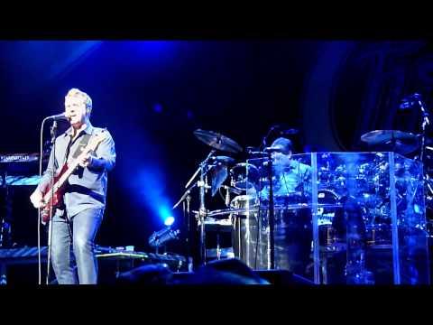 Chicago-Jason and Lou sings Hard Habit to Break