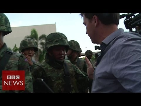 Moment reporters realised Thai coup was imminent - BBC News