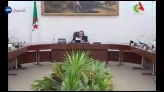الرئيس بوتفليقة خلال ترأسه مجلس الوزراء -صور التلفزيون الجزائري-.