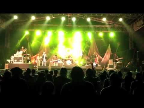 Karsh Kale Collectiv - Performing Train Song Feat Benny Dayal @ Storm Fest 2013