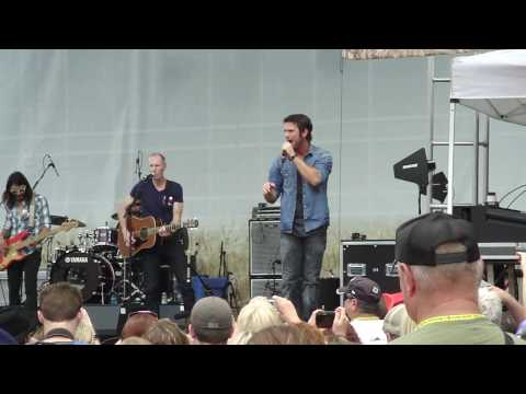 Chuck Wicks - Hold That Thought (Live CMA Fest 2010)