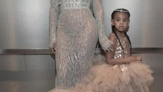 Gambar cover 4-Year-Old Blue Ivy Joins Beyonce at VMAs Wearing $11,000 Dress