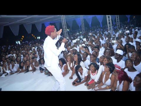 Mchekeshaji Erick Omondi alipoitwa kwenye stage na Diamond Platnumz Zari All White Party