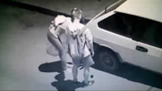 В Керчи подростки пытались поджечь автомобиль(, 2017-07-29T10:46:17.000Z)
