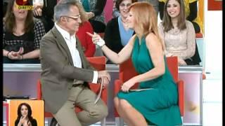 Cristina Ferreira Com Uma Mama Quase De Fora Do Vestido ( Você Na Tv - 20-04-2012 )