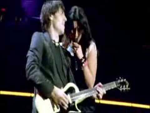 Ascolta il tuo cuore laura pausini san siro 2007 youtube for Laura pausini ascolta il tuo cuore