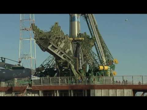 Expedition 38 Soyuz Rolls Out to Launch Pad