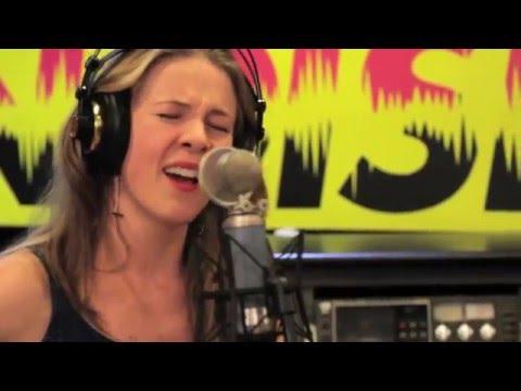 Katie James - Rompiendo Muros - Noise Sonido Independiente