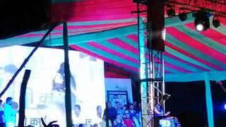 Akshra Singh stage so dance on hindi song mere raske kamr       girtharia  (shiwsagr )