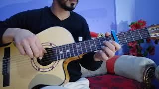 تعليم عزف اغنيه قدام مرايتها علي الجيتار