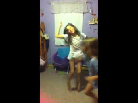 Little sister dancing she got skill