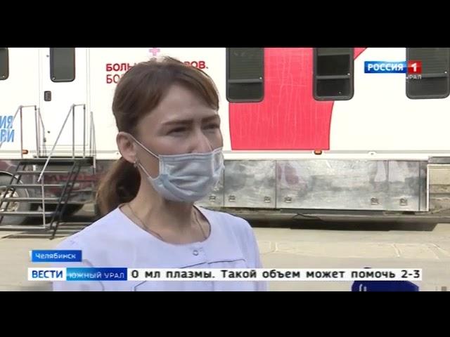 Медсестра сдает плазму крови для больных COVID-19