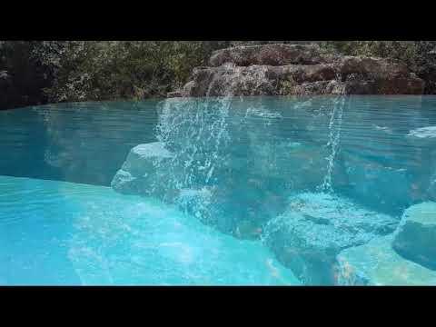 piscine d bordement et cascade d 39 eau youtube. Black Bedroom Furniture Sets. Home Design Ideas