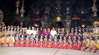 Video PARADE GONG KEBYAR WANITA, Duta Kabupaten Badung dan Duta Kota Denpasar - PKB 2017 download MP3, 3GP, MP4, WEBM, AVI, FLV Januari 2018