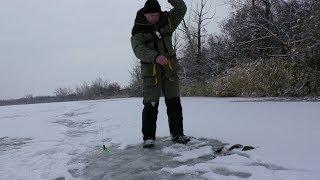 ЭТА БЛЕСНА КАК ВСЕГДА ВЫРУЧАЕТ. Зимняя рыбалка 2018-2019.